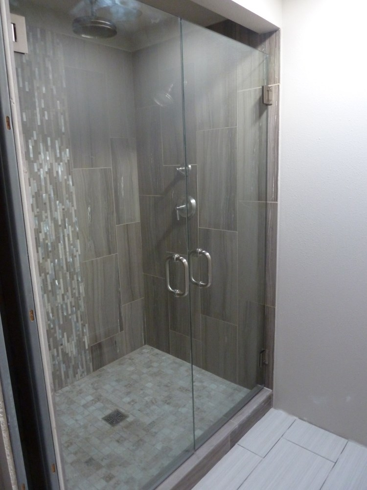 Swinging Glass Shower